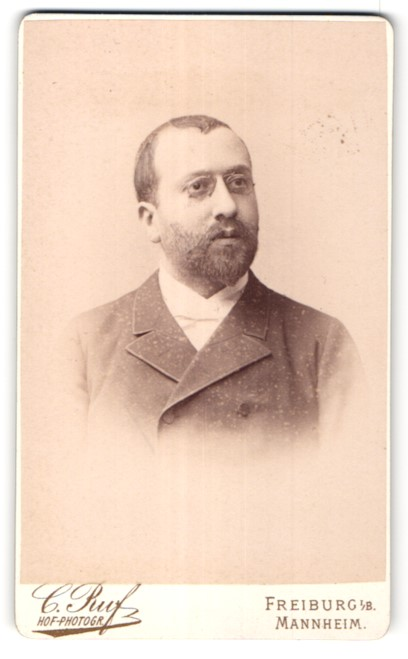 Fotografie C. Ruf, Freiburg i/B, Mannheim, Portrait, Portrait bürgerlicher Herr mit Zwicker