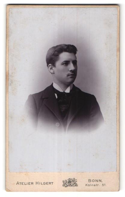 Fotografie Atelier Hilgert, Bonn, Portrait junger bürgerlicher Herr