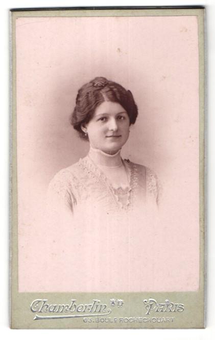 Fotografie Chamberlin, Paris, Portrait Fräulein mit zeitgenöss. Frisur