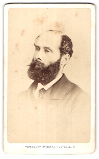 Fotografie Thiebault, Paris, Portrait bürgerlicher Herr mit Vollbart