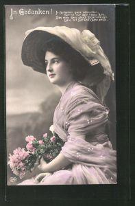 AK Junges Mädchen mit grossem Hut und Blumenstrauss,