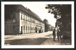 AK Josefstadt / Josefov / Jaromer, Strassenpartie am Hotel Vesely