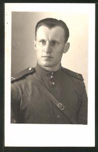 Foto-AK Porträt eines russischen Soldaten in Uniform