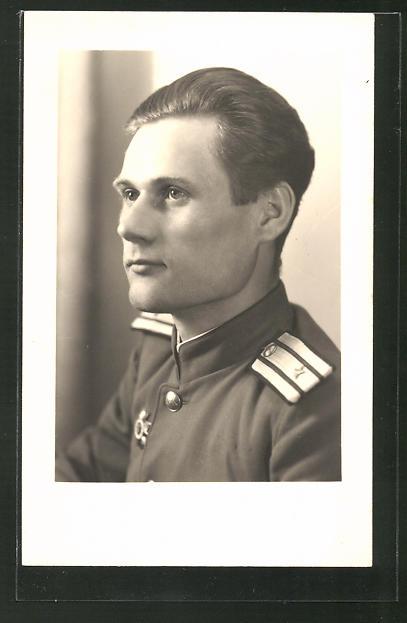 Foto-AK Porträt eines russischen Soldaten im Halbprofil in Uniform