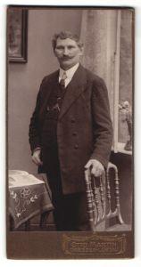 Fotografie Otto Martin, Dresden-Löbtau, Portrait bürgerlicher Herr mit Schnauzbart