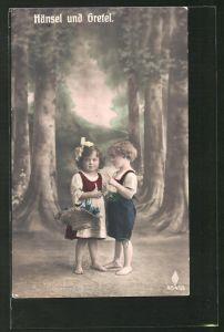 AK Hänsel und Gretel allein im finsteren Wald