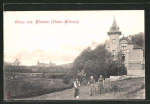 AK Malente, zwei Frauen und ein Mann auf einem Feld, Blick zum Ort
