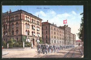AK Zürich, Soldaten marschieren zur Kaserne