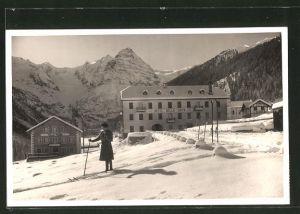 AK Travoi, Hotel Bella Vista im Schnee mit Frau auf Skiern