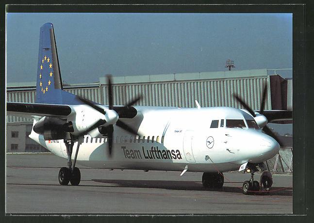AK Flugzeug Fokker 50 der Team Lufthansa auf dem Boden