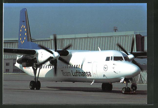 AK Flugzeug Fokker 50 vom Team Lufthansa am Boden