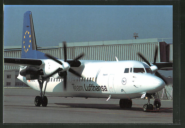AK Flugzeug Fokker 50 der Lufthansa am Boden