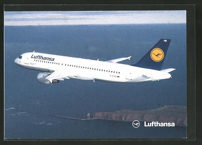 AK Airbus A320-200 der Lufthansa über dem Wasser