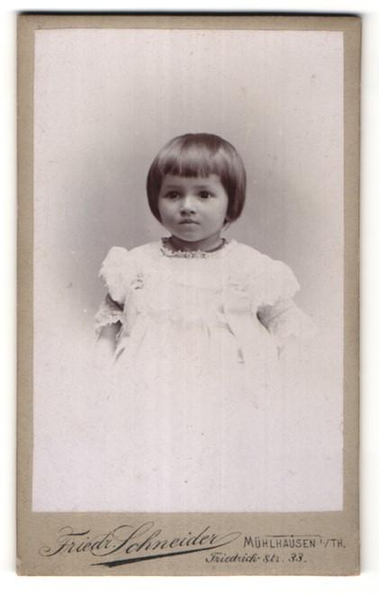 Fotografie Friedr. Schneider, Mühlhausen i/Th, Portrait kleines Mädchen