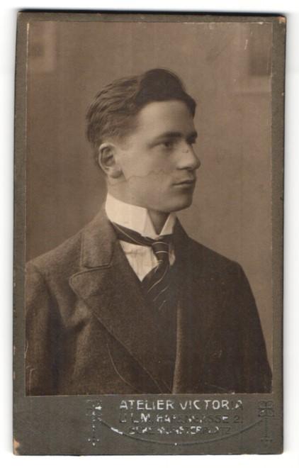 Fotografie Atelier Victoria, Ulm, Portrait bürgerlicher junger Herr