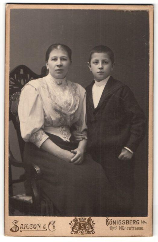 Fotografie Samson & Co., Königsberg i/Pr., Portrait Mutter und Sohn