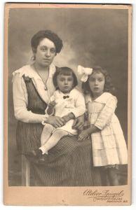 Fotografie Atelier Spiegel, Berlin-Charlottenburg, Portrait Mutter mit zwei Kindern