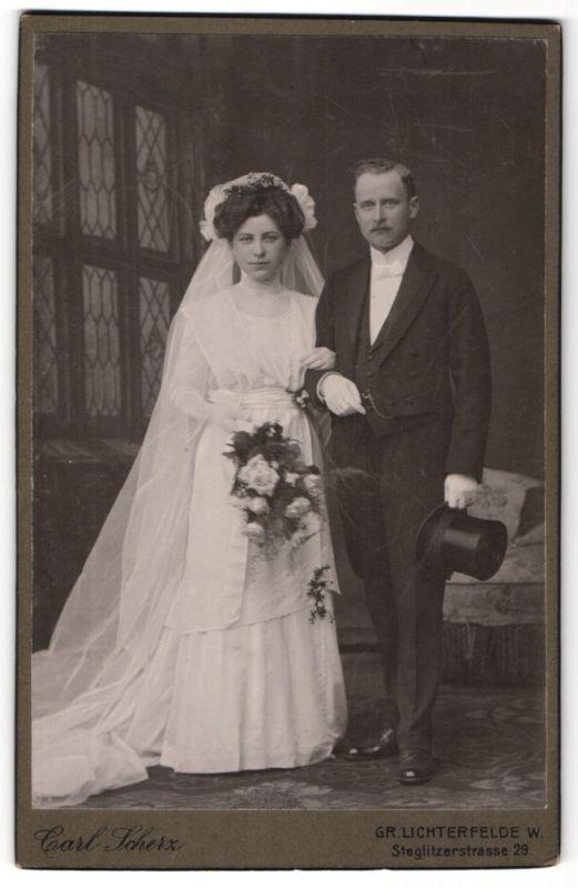 Fotografie Carl Scherz, Berlin-Gr. Lichterfelde, Portrait bürgerliches Hochzeitspaar