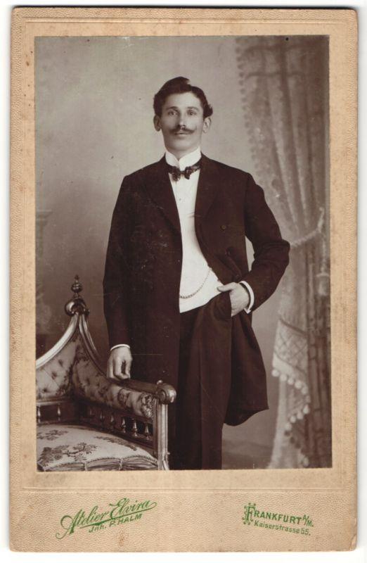Fotografie Atelier Elviras, Frankfurt a/M, Portrait junger bürgerlicher Herr