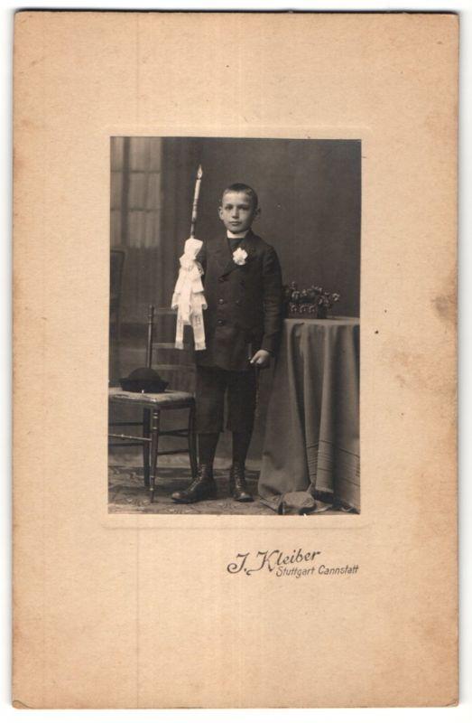 Fotografie J. Kleiber, Stuttgart-Cannstatt, Portrait Knabe mit Kerze
