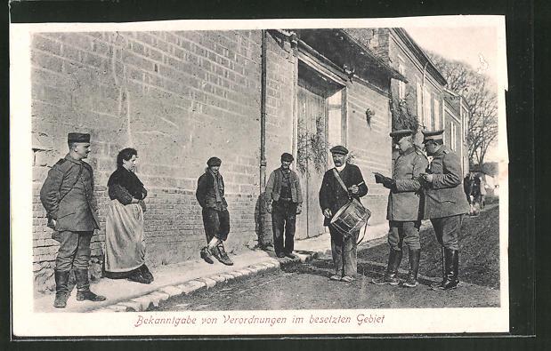 AK Weltkrieg 1914-1918, Ausrufer bei der Bekanntgabe von Verordnungen in besetzten Gebiet