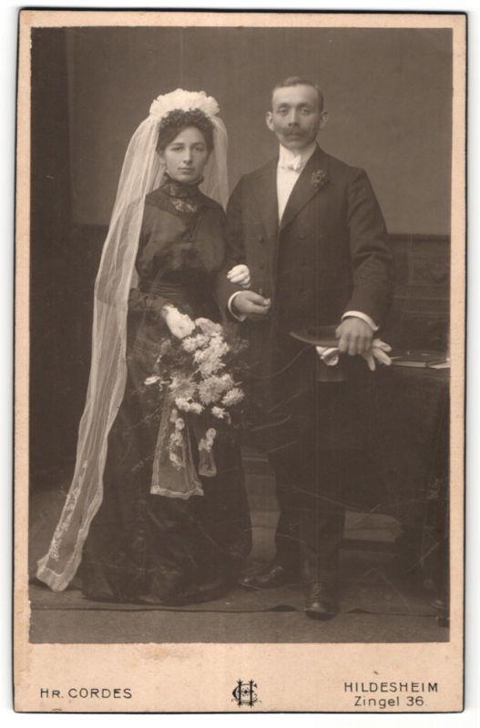 Fotografie Hr. Cordes, Hildesheim, Portrait bürgerliches Hochzeitspaar