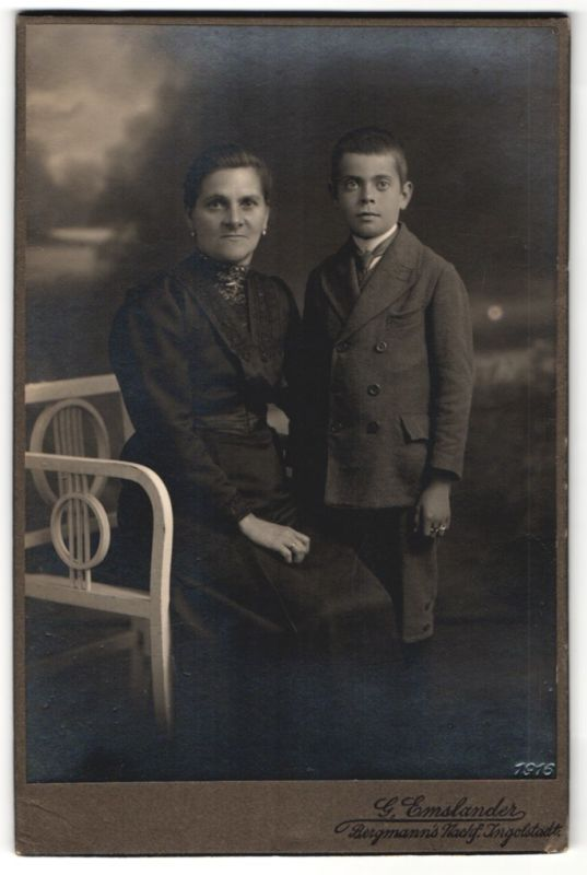 Fotografie G. Emslander, Ingolstadt, Portrait Mutter und Sohn 0
