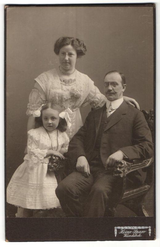 Fotografie Heinr. Sparr, Wandsbek, Portrait bürgerlicher Herr mit Schmissen und Familie 0
