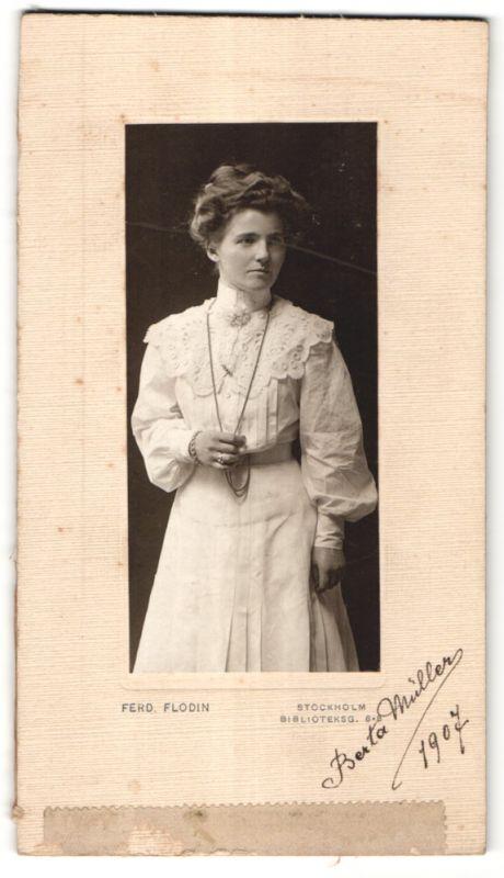 Fotografie Ferd. Flodin, Stockholm, Portrait junge bürgerliche Dame mit Hochsteckfrisur 0