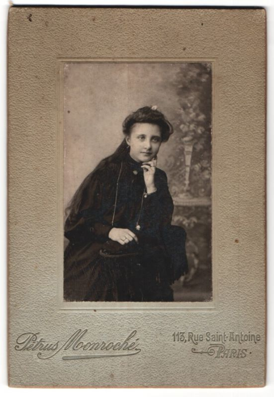 Fotografie Pétrus Monroché, Paris, Portrait Fräulein mit zeitgenöss. Frisur 0