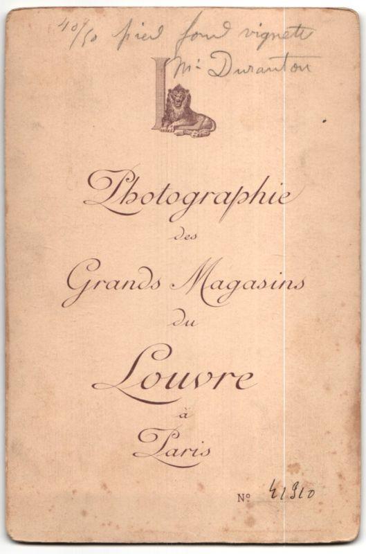Fotografie Grands Magasins du Louvre, Paris, Portrait kleiner Kerl mit langem Haar 1