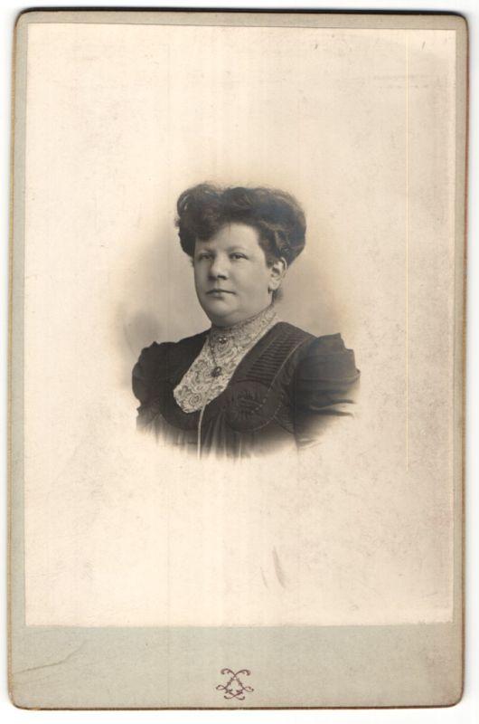 Fotografie Grands Magasins du Louvre, Paris, Portrait Dame mit Hochsteckfrisur