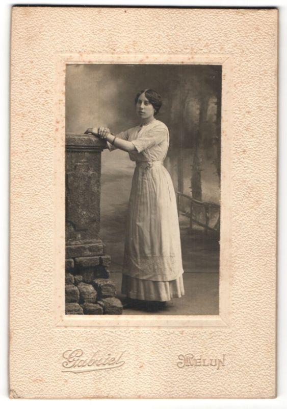 Fotografie Gabriel, Melun, Portrait junge Dame in Kleid