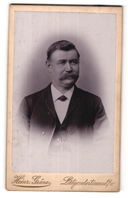 Fotografie Heinr. Gröne, Lütgendortmund i/W, Portrait älterer Herr mit Schnauzbart