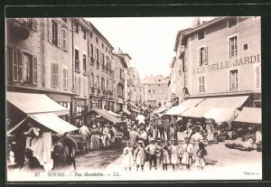 AK Bourg, reges Treiben in der Rue Gambetta