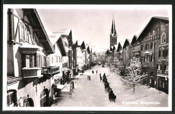 AK Kitzbühel, Hauptstrasse mit Pferdeschlitten aus der Vogelschau