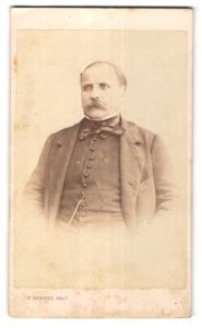 Fotografie J. Thierry, Paris, Portrait älterer Herr mit Schnauzbart