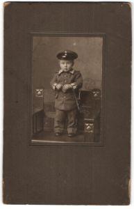 Fotografie 1.WK, Knabe in Garde-Uniform mit Bajonett