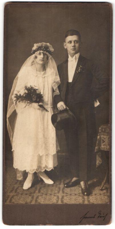 Fotografie Hanns Teich, Berlin, junges Ehepaar kurz nach der Hochzeit