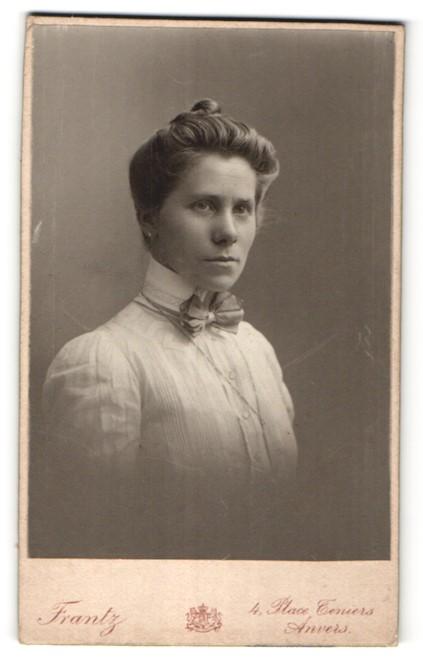 Fotografie Frantz, Anvers, Portrait Dame mit Hochsteckfrisur