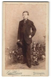 Fotografie Emil Winzer, Potschappel, Portrait Bub in Anzug