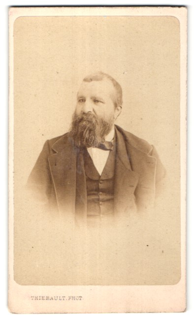 Fotografie Thiebault, Paris, Portrait edler Herr mit Vollbart