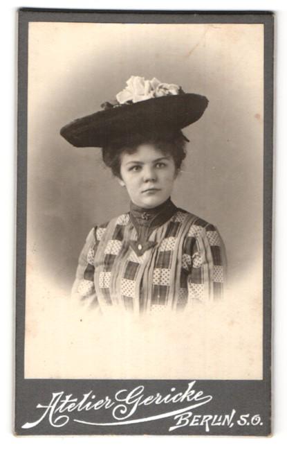 Fotografie Atelier Gericke, Berlin-SO, Portrait junge Dame mit Hut