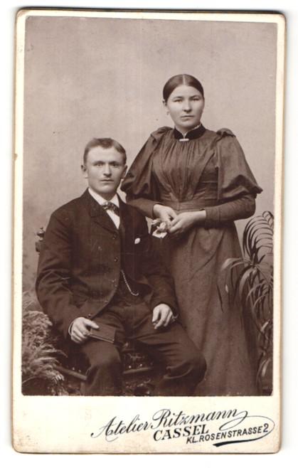 Fotografie Atelier Ritzmann, Cassel, Portrait junges bürgerliches Paar