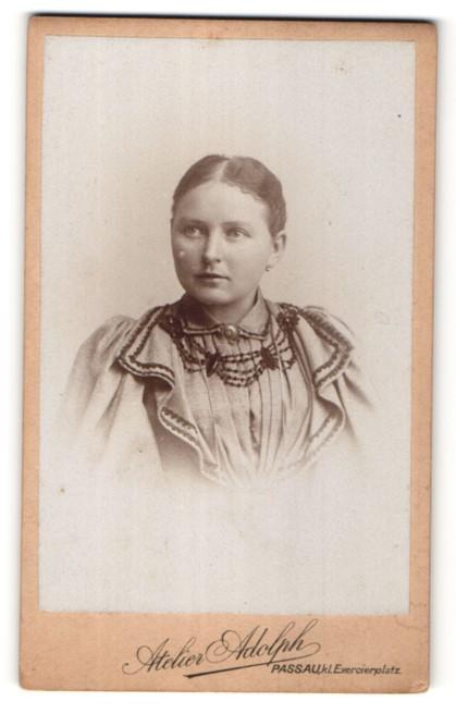 Fotografie Atelier Adolph, Passau, Portrait Mädchen mit zurückgebundenem Haar