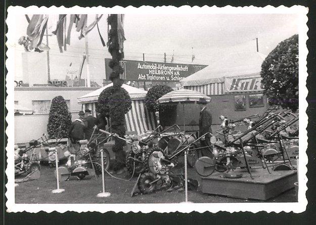Fotografie Landmaschinen-Ausstellung, Hako Fräsen & Traktoren am Messestand