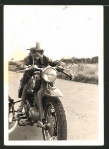 Fotografie Motorrad NSU mit Seitenwagen, Knabe auf Krad sitzend