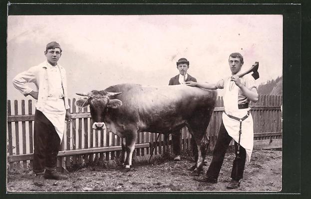 AK Fleischer mit halten eine Kuh fest
