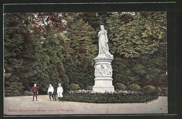 AK Berlin-Tiergarten, Kinder am Denkmal der Königin Louise im Tiergarten