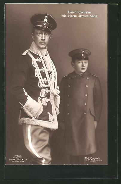 AK Kronprinz Wilhelm von Preussen mit seinem ältesten Sohn in Uniform